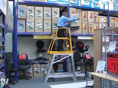 StockMaster Lift-Truk order picking ladder - loading goods on lift table